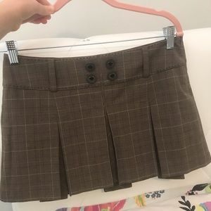 Preppy Guess brown plaid pleated skirt